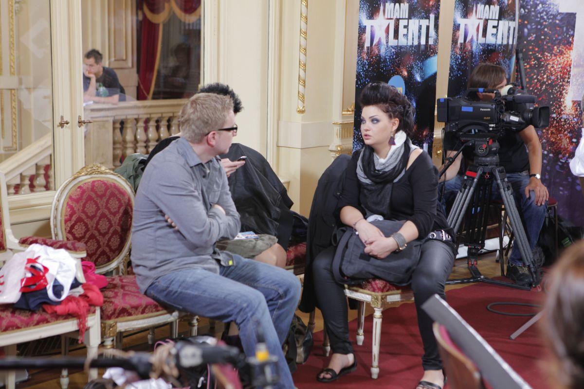 Marta Podulka w pokoju oczekiwań